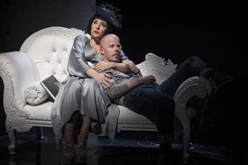 Tracy-Ann Oberman as Isabella Blow and Stephen Wight as Lee in McQueen