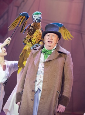Mark Williams as Doctor Dolittle in DOCTOR DOLITTLE. Credit Alastair Muir