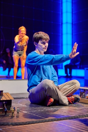 Joshua Jenkins (Christopher Boone) & Emma Beattie (Judy) The Curious Incident of the Dog in the Night-Time. Photo BrinkhoffMögenburg