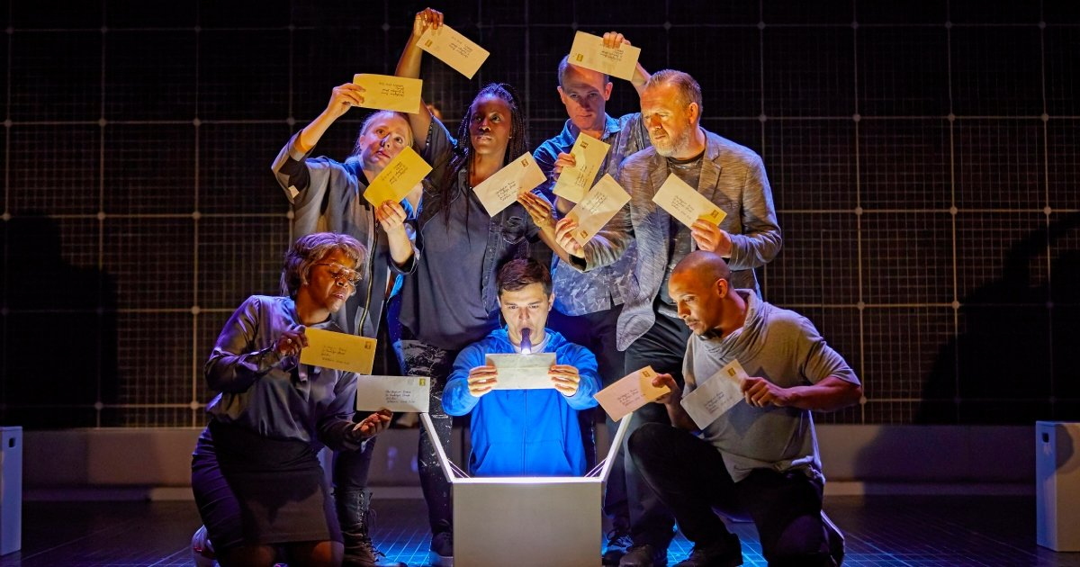 Joshua Jenkins and the company of The Curious Incident of the Dog in the Night-Time - Photo BrinkhoffMögenburg.
