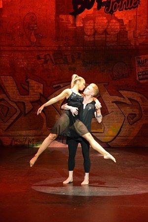 BEATS ON POINTE dancers Georgia Mae Rutland and Brodie Chesher. Photo by Heidi Victoria