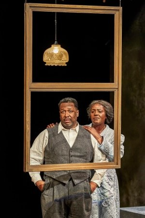 Wendell Pierce, Sharon D Clarke in Death of a Salesman (c) Brinkhoff Mogenburg.