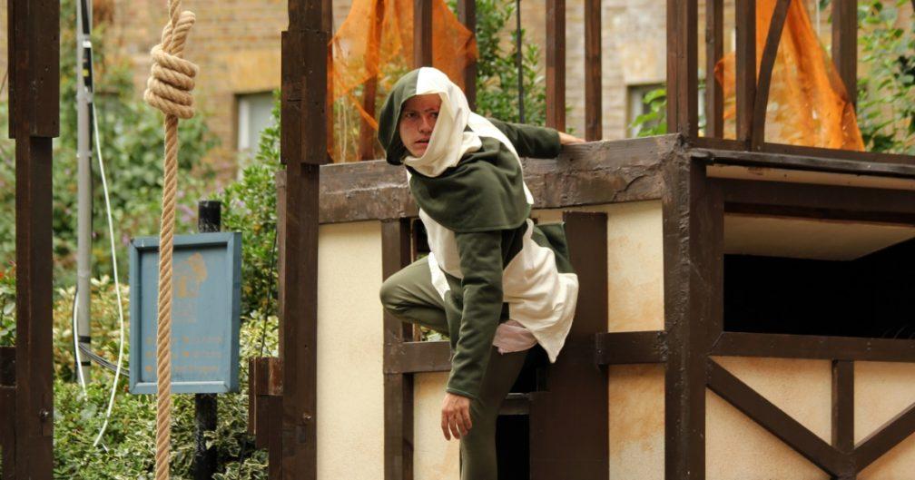 The Hunchback of Notre Dame - Robert Rhodes (Quasimodo).